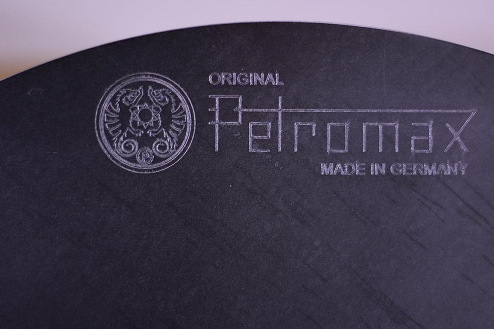 Petromax(ペトロマックス)ファイヤーボウル fs48 0-12669 上部に刻印されたペトロマックス社のロゴ