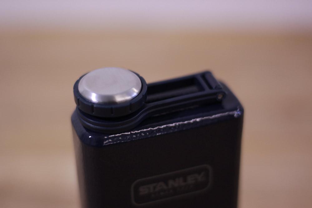 STANLEY(スタンレー) SS フラスコ 0.23L ネイビー 01564-024 ねじ式で開閉するフタ