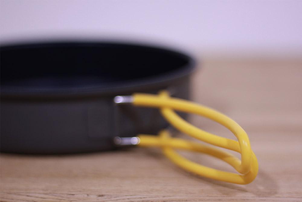 mont-bell(モンベル) アルパインフライパン16 1124697 ハンドルは交差させて使用するとぐらつきにくい
