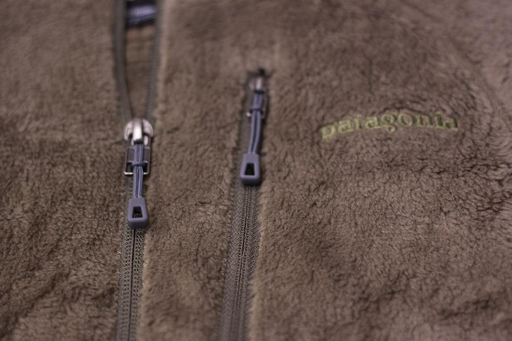 パタゴニア R2ジャケット フロントジッパーと胸ポケット・ロゴ