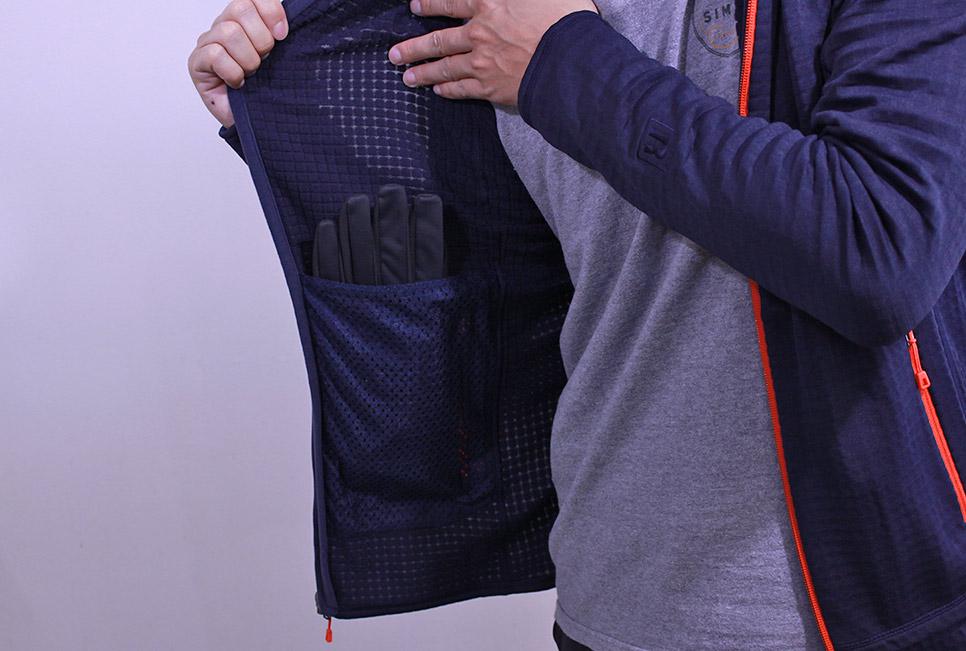 パタゴニア R1フルジップ 内ポケット