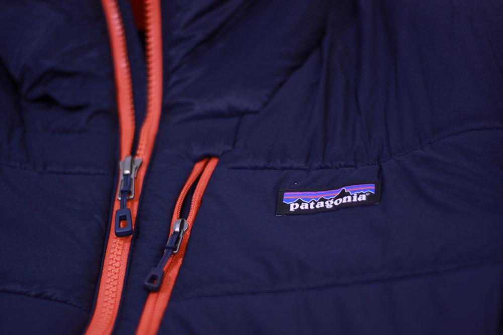 patagonia(パタゴニア) M's Hyper Puff Hoody 84390 胸部分とジッパータブ
